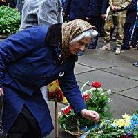 Покладання квітів :: Степан Карачко