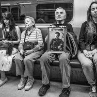 Бессмертный Полк растёт из года в год... :: Ирина Данилова