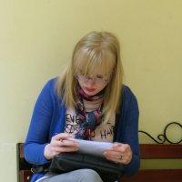 Очкарики - всегда умней, чем мы,очкарики внушают нам почтенье. :: Наталья Джикидзе (Берёзина)