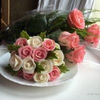 РОЗЫ: одни сладкие, другие - ароматные. :: Anna Gornostayeva