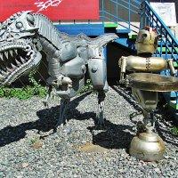 Дино (скульптура возле магазина в г.Ижевск) :: Анна Хохлова