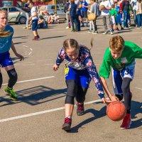 Недетские страсти на детских площадках :: Леонид Соболев