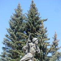 Великие Луки. Памятник Александру Матросову. Май 2016... :: Владимир Павлов