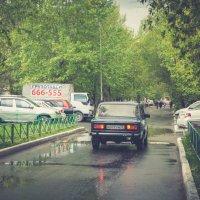 Двор после дождя :: Evgenija Enot
