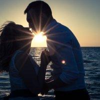 Поцелуй на закате :: Людмила Исеева