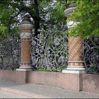 Ограда Михайловского сада :: Вера