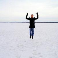 Из белого в белые облака,через полоску леса... :: Иван Медоф