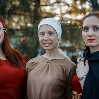 Три девицы. :: Алексей