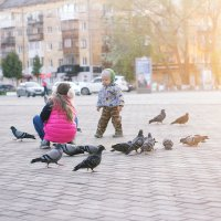 Голуби и дети :: Tatiana Datskaya