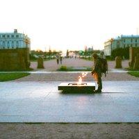 Путник у Вечного огня :: Евгений Дмитриев