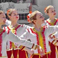 Девочки и танец! :: A. SMIRNOV