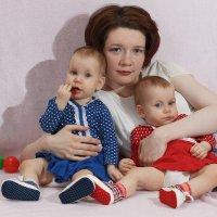 Мама с дочками :: Динара Клювер