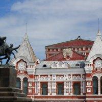 Памятник Чапаеву и драмтеатр :: IURII