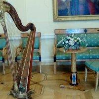 Арфа в интерьере Музея музыки. :: Светлана Калмыкова