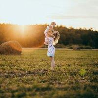 Мама и дочка на закате :: Екатерина Бубнова