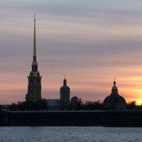 Петропавловская крепость на закате :: Alena Cyargeenka