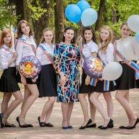 Выпускницы в парке :: Юлия Другова