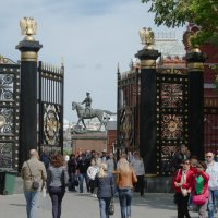 Памятник Г.К.Жукову. Ворота и решётки Александровского сада. :: Yuri Chudnovetz