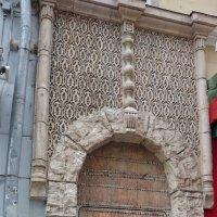 Дверь почти из каморки Папы Карло... :: Galina194701