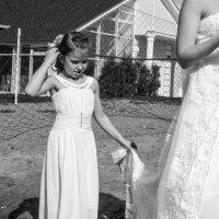 Вот вырасту большой, вот буду невестой и вот у меня будет свадебное платье... :: Владимир Клещёв