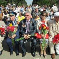Цветы Победителям :: Дмитрий Никитин