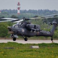 """Ми-28Н пилотажной группы """"Беркуты"""", после показа, рулит на стоянку :: Павел Myth Буканов"""