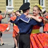 Танец к Дню Победы :: Константин Жирнов