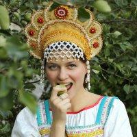 барышня с плодами) :: Тарас Золотько