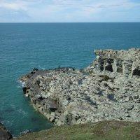 Рыбак у подножия скалы :: Natalia Harries