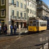 Трамвайчик, на улицах Лиссабона :: Константин Шабалин