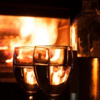 Вино у камина :: Наталья Белик