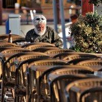 В уличном кафе. :: Leonid Korenfeld