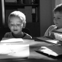 Игры с солнечным зайчиком. :: Larisa Gavlovskaya