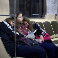 Не доспали дома, доспим в метро... 06-00 утра. :: Alex Danilov