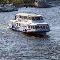 Речной трамвай :: Вера Щукина
