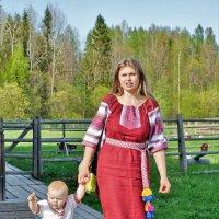 Туристы в Семенкове :: Валерий Талашов
