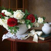 Композиция с розами и шиповником. :: lady-viola2014 -