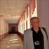 Пройти по школьному коридору через 50 лет не каждому удаётся... :: Нина Корешкова