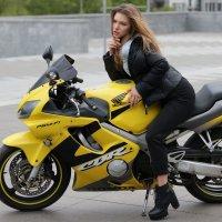 Девушка на мотоцикле :: Светлана Курцева
