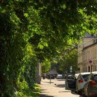 И на тенистой улице я постою в тени... :: Игорь Герман