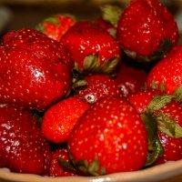 Спелые ягоды от бабушки :: Света Кондрашова