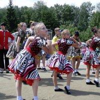 Танцы детей. :: Мила Бовкун