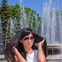 В солнечный день у фонтана :: Сергей Тагиров