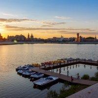 Закат на набережной в г. Йошкар-Ола. :: Андрей Гриничев