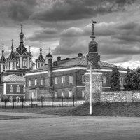 Тучи над Брусенским монастырём :: Константин