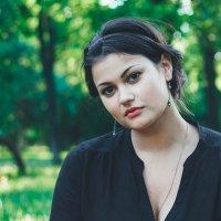 Даша, фотосессия в Сиреневом саду :: Анна Цыганкова