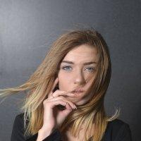 Женский портрет :: Максим Хрусталев