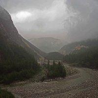 Сквозь горы и дождь пробираясь... :: Александр Попов