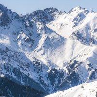 снежные скалы :: Горный турист Иван Иванов