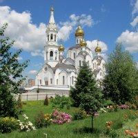 Храм Святой Троицы в Свято-Иверском женском монастыре :: Нина Бутко